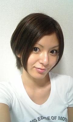髪切ったよぉ〜。